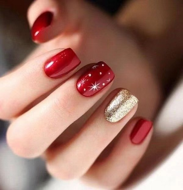 Christmas Nails Ideas To Look Trendy; Christmas Nails; Christmas Square Nails; Christmas coffin nails; Christmas almond nail; Christmas stiletto nails; Holiday nails #nails #naildesign #christmasnails #trendynails #holidayrednails